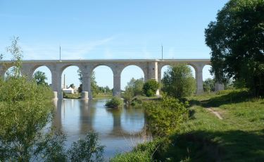 Most Bolesławiecki nad samym Bobrem. (Fot. Marcin Sacher. Licencja CC BY 2.0)