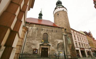 Elewacja frontowa, wejście do kaplicy Św. Anny w Jeleniej Górze