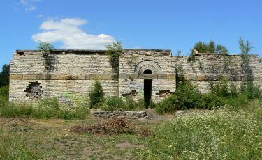 Wejście do mauzoleum, dlaczego jest tak wąskie? (Fot. Krystian Buczak / Fundacja WSPINKA)