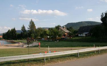 Widok na wzgórza Parku z Zalewu Radkowskiego (Fot. krystian)