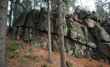 Granitowy mur skały Przedmoście