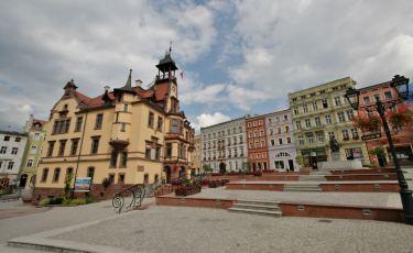 Zabytkowy Rynek z Ratuszem i Janem Chrzcicielem (Fot. krystian)