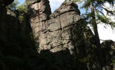 Wieża w Skałach Bobrowych to piękna 15 metrowa, granitowa turnia.